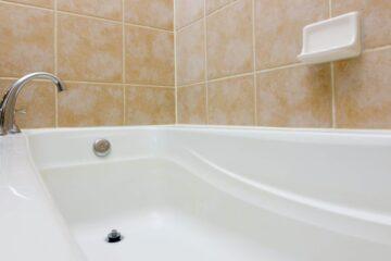 clogged-bathtub-drain-2048x930